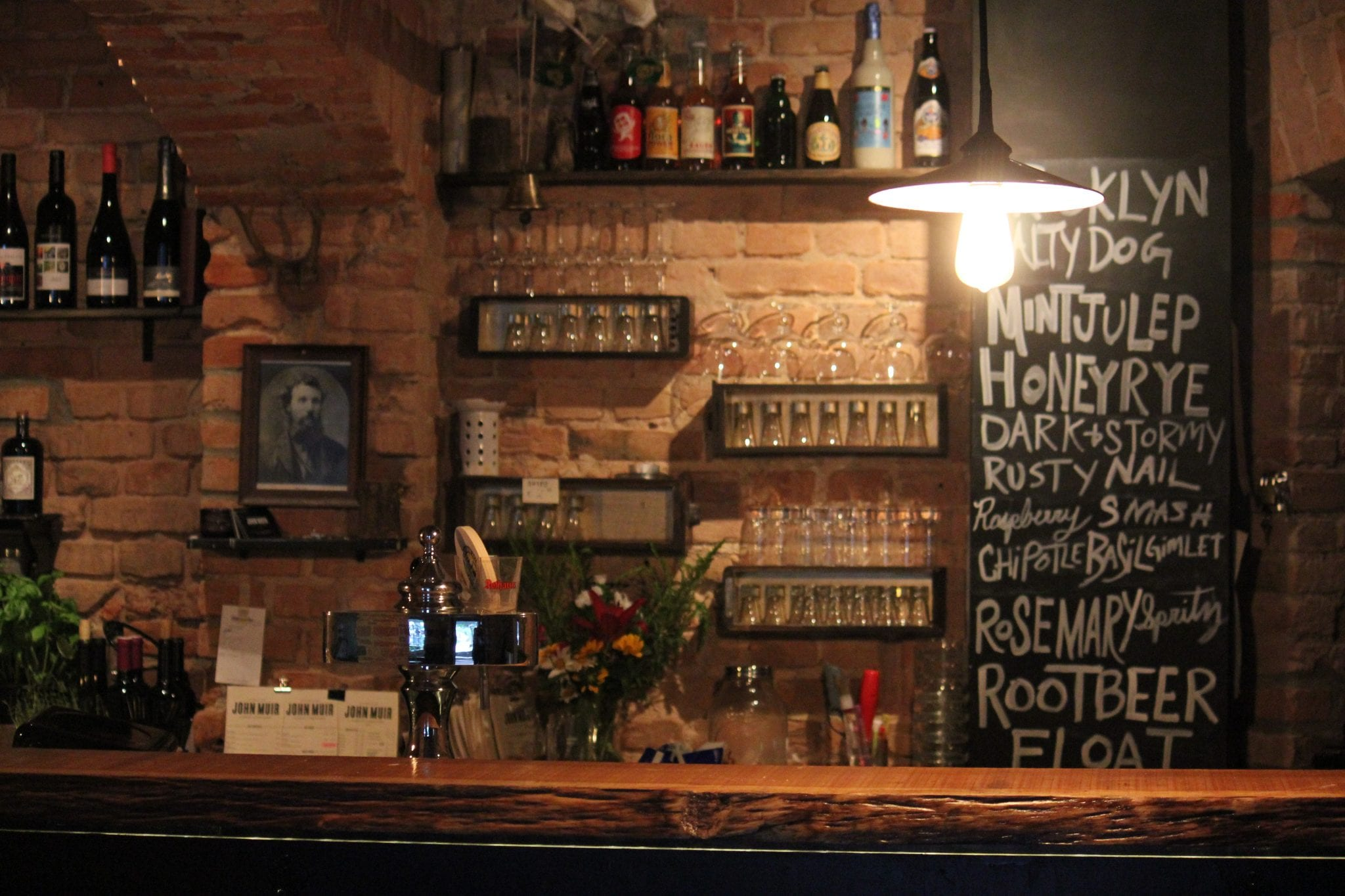 Rustikale Bar das muir die bar mit dem grünen daumen mixology