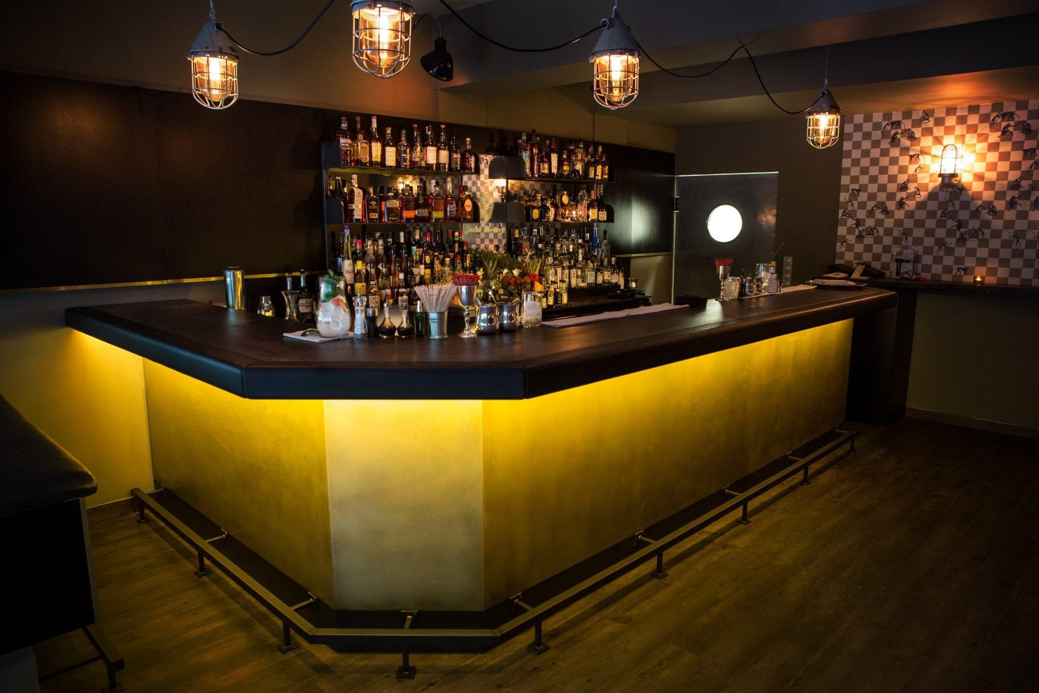 Mich laust der Affe, Bill Fehn mit eigener Bar in München - Mixology