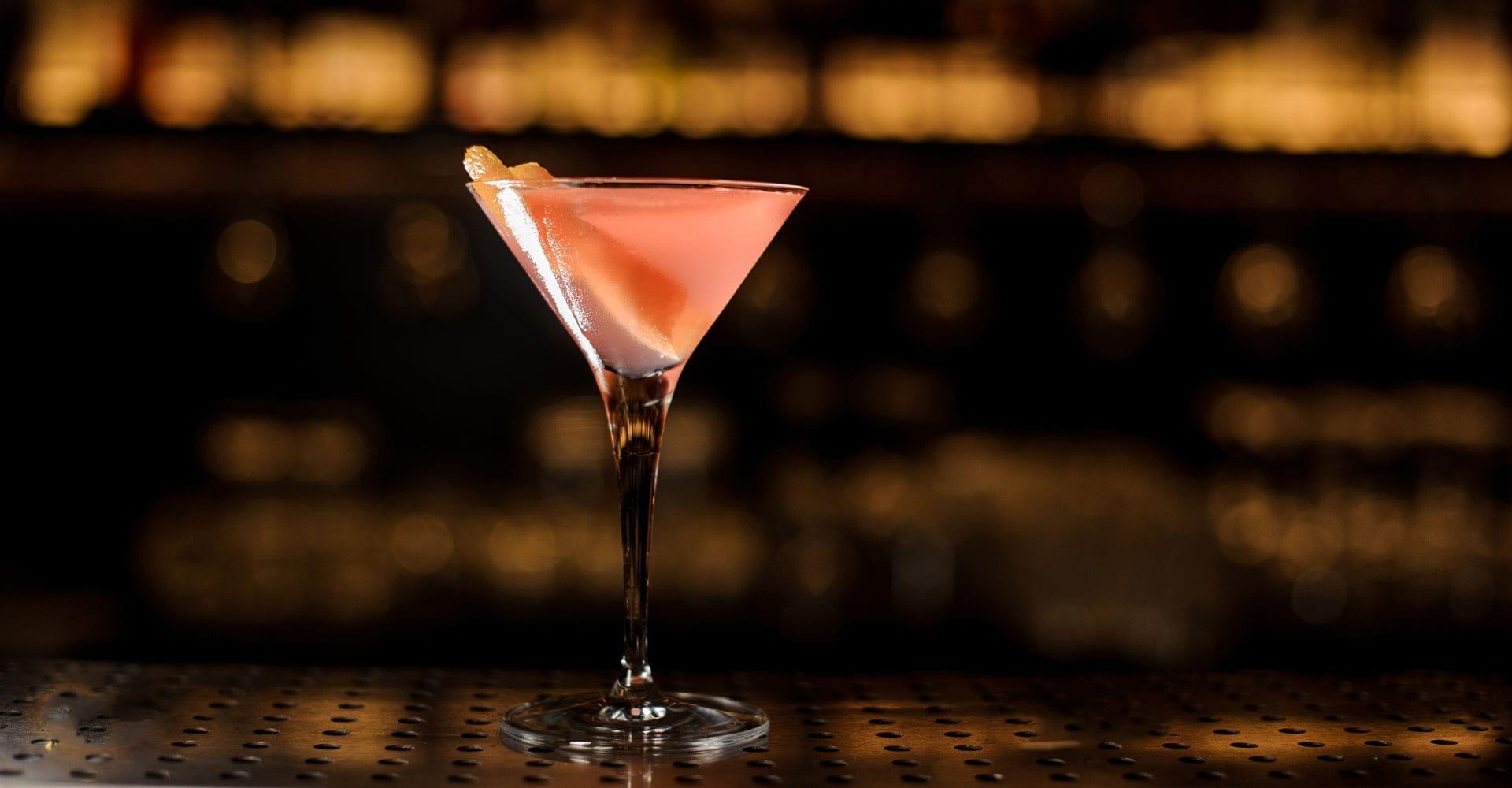 Bloomsbury Martini Licor43 | Mixology Online | Credit: Shutterstock