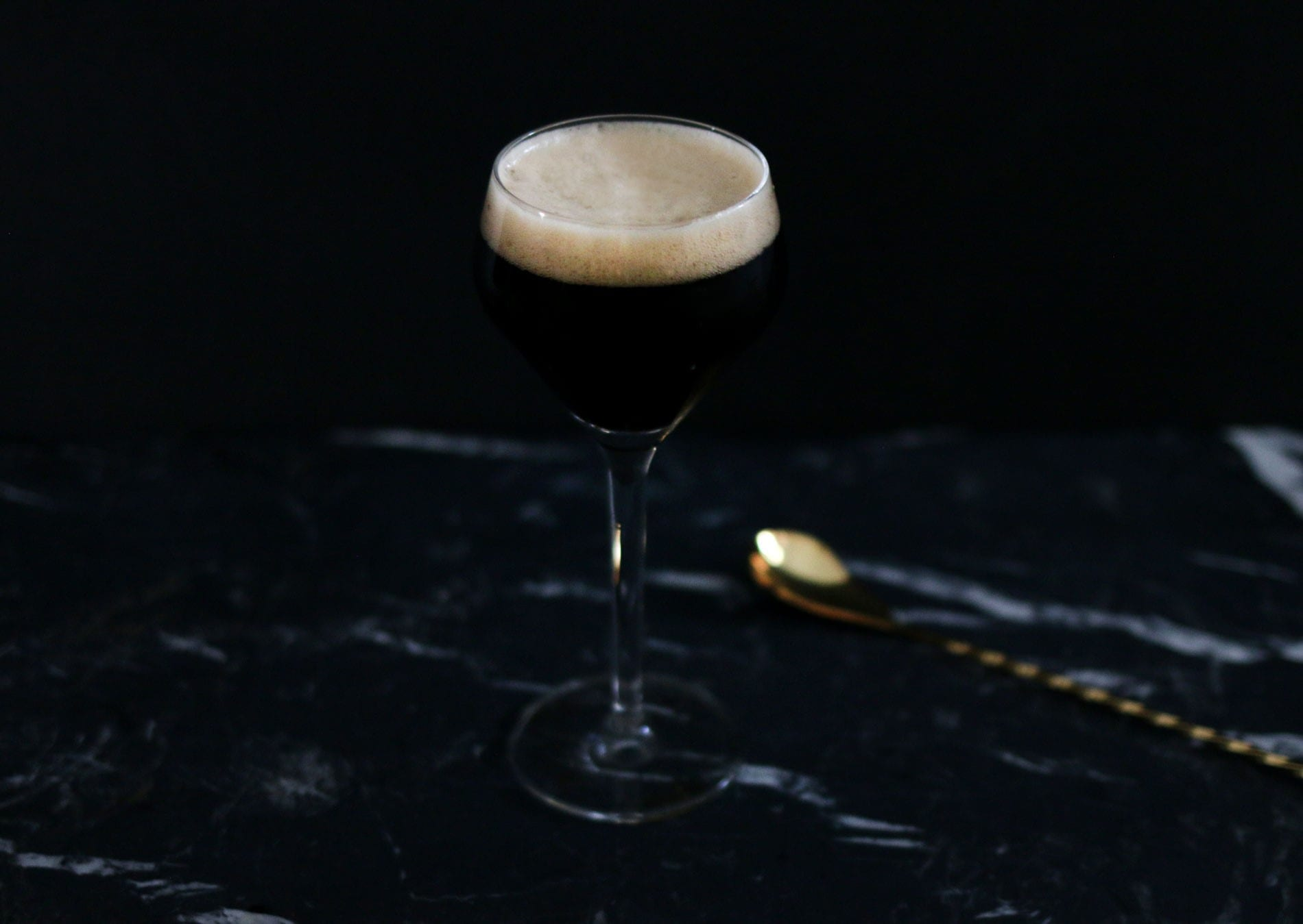 Black Velvet Cocktail | Stout & Champagner | Mixology Magazin für Barkultur