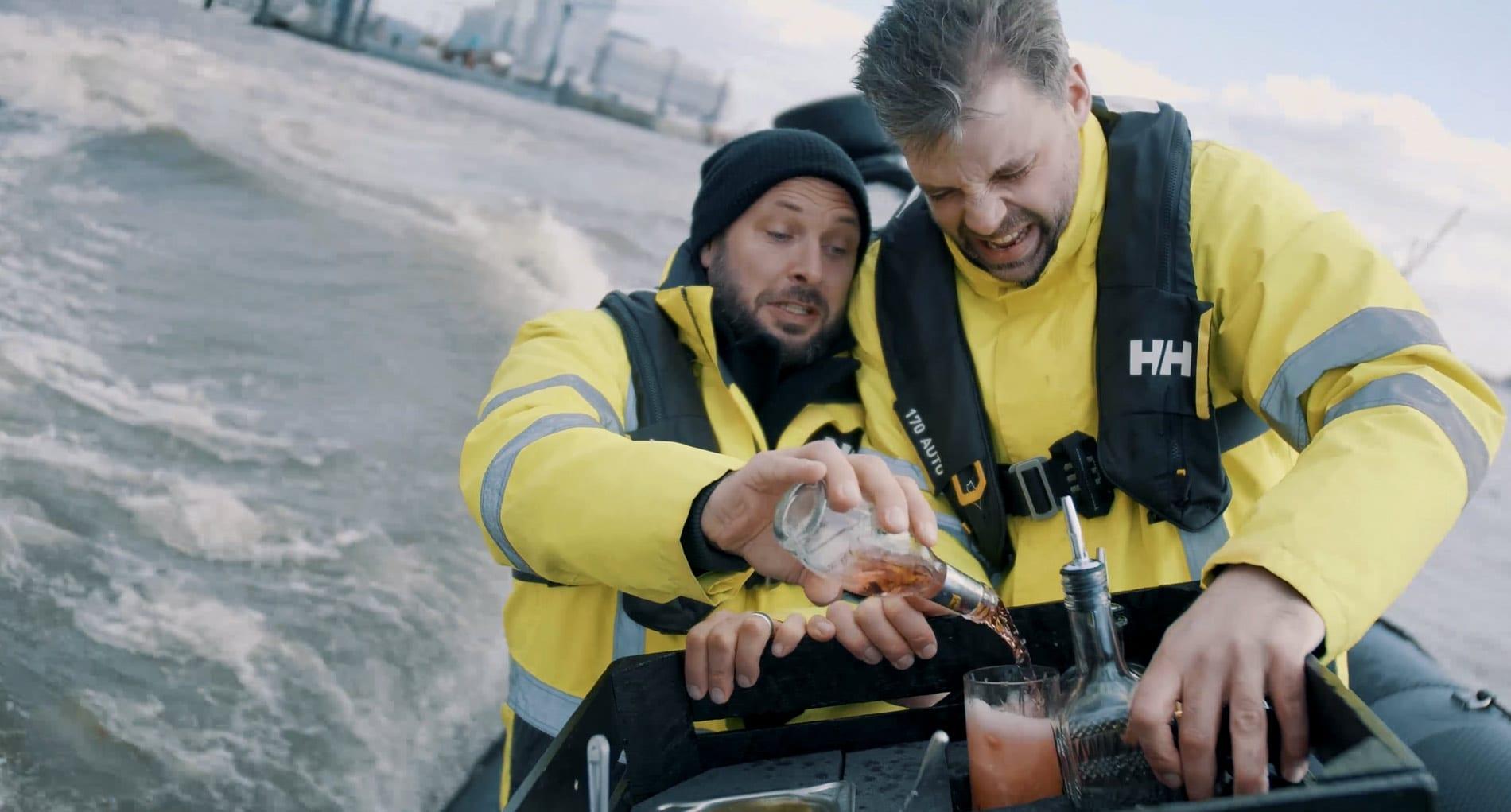 Steffen Zimmermann wird Schweppes Brand Ambassador | Video Boot | Mixology — Magazin für Barkultur