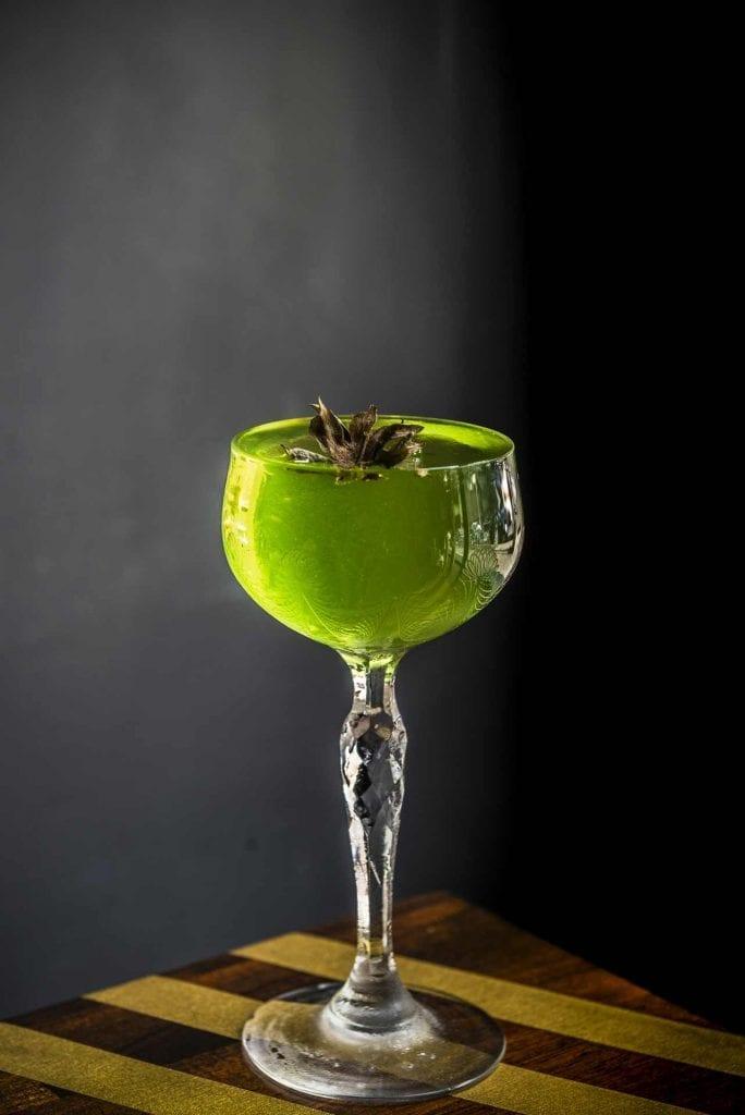 Der Waldmeister Cocktail aus dem Velvet Berlin | Foto: Sarah Swantje Fischer