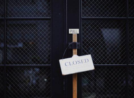 tür 7 samstags geschlossen; bar samstags zu, bar geschlossen coronavirus covid-19 versicherung