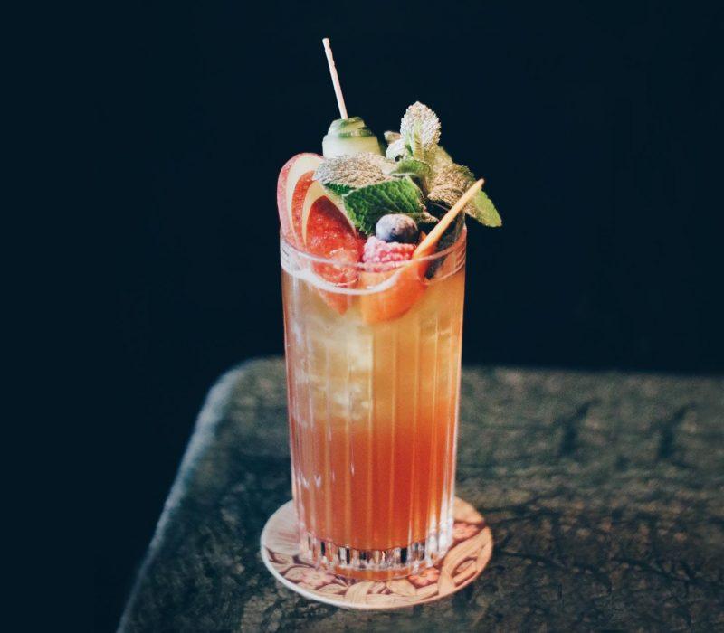 Pimm's Cup Cocktail aus der Curtain Call Bar in München