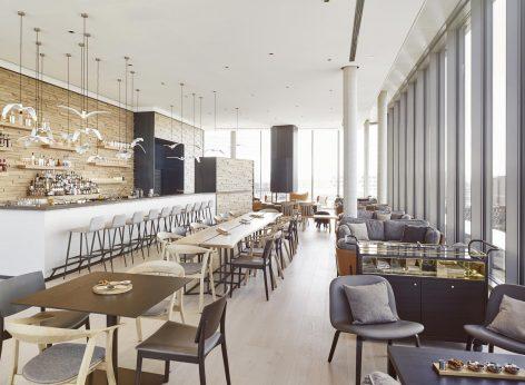 Fine Drinking in derAurora Rooftop Bar im Andaz Hotel München