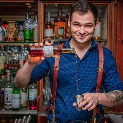 Nicolas Kröger in seiner Bar Wagemut