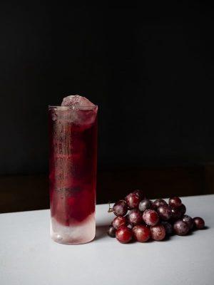 Dem Gin & Juice am besten mit einem Schuss Soda etwas Spritzigkeit verleihen