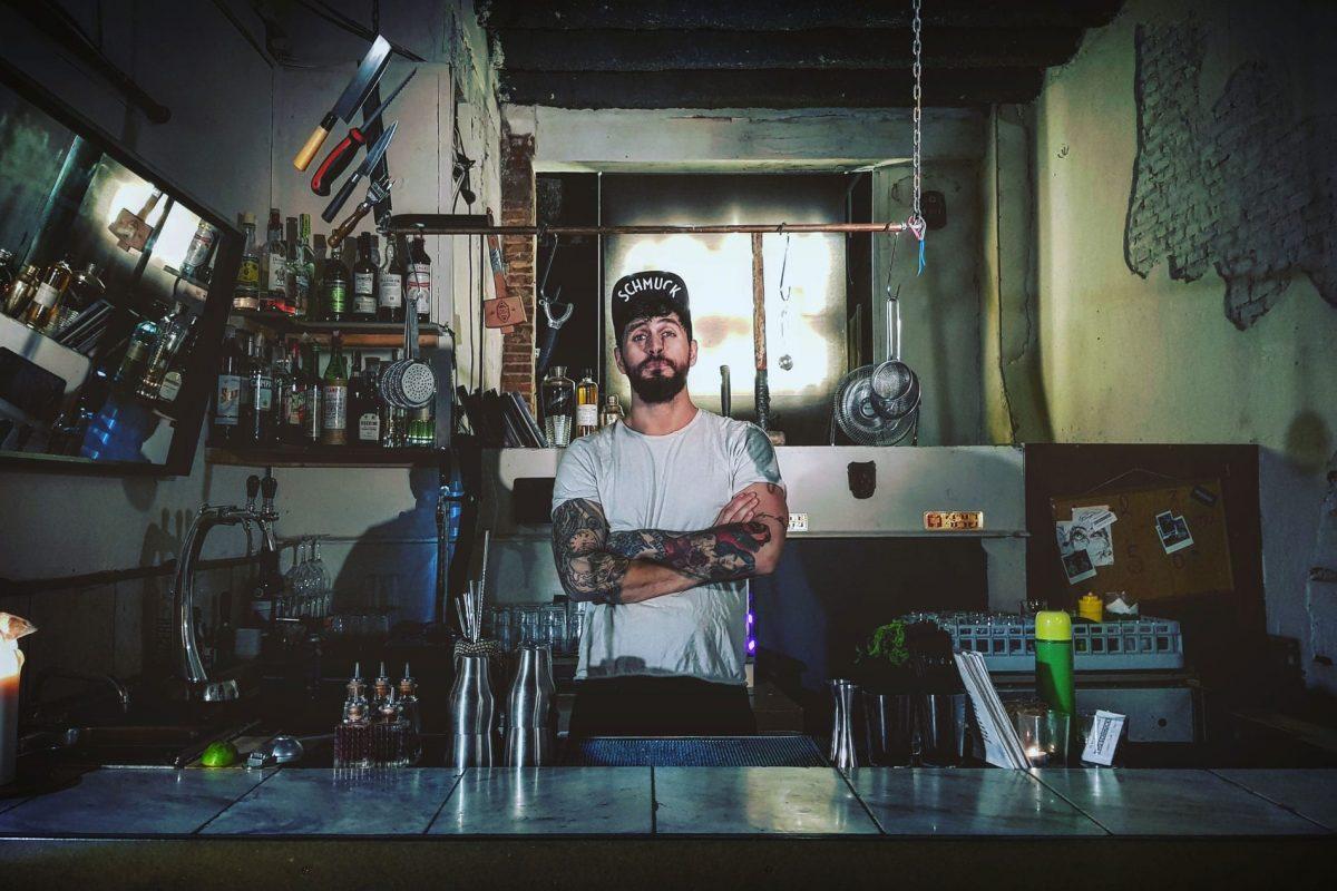 Schmuck or die: Mit Humor und Hingabe hat Moe Aljaff das Two Schmucks in Barcelona in kurzer Zeit zu einer spektakulären Bar geformt