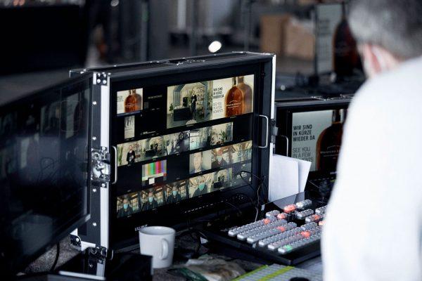 Gesendet wurde die #MOAW Conference live aus einem eigens dafür geschaffenen TV-Studio in Hamburg